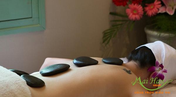 Massage toàn thân với đá nóng