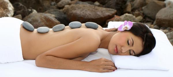 Thư giãn với đá massage