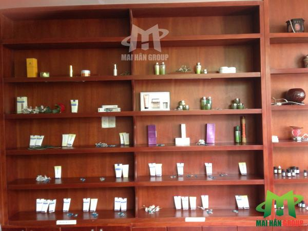 Tủ mỹ phẩm trong spa gia đình 167 Nguyễn Đình Chiểu do Mai Hân cung cấp