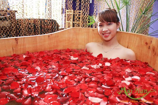 Giải pháp tận hưởng không gian spa ngay tại nhà với bồn massage ngâm