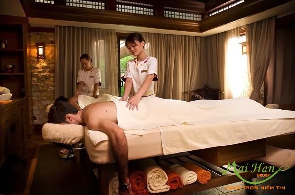 Massage body foot theo phong cách châu Âu