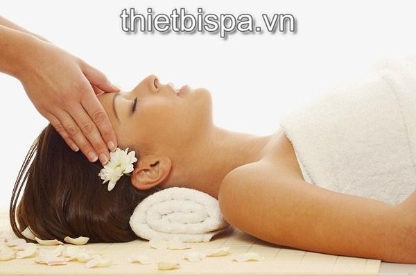 Massage mặt - 1 trong những tiện ích của giường massage, giường đa năng