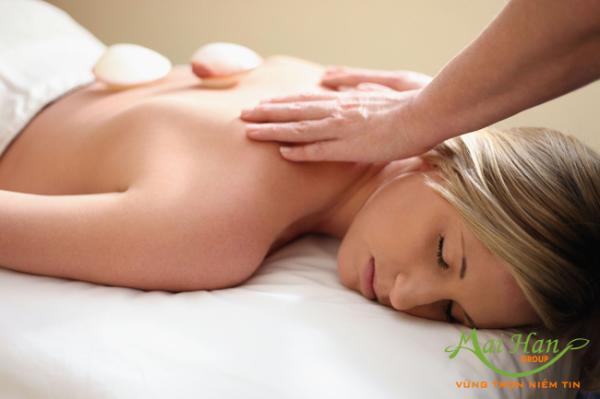 Massage đá muối Himalaya – liệu pháp nâng niu cơ thể hoàn hảo mang đến sự hài lòng tuyệt đối cho chị em