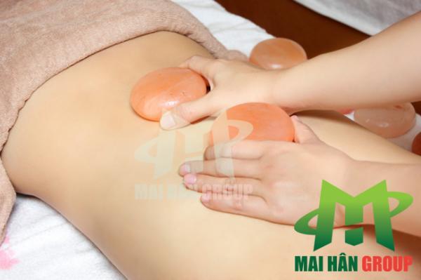 Massage đá muối Himalaya giúp phục hồi nhanh chóng sức khỏe phụ nữ sau sinh
