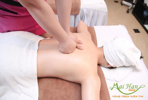 Massage body foot theo phong cách châu Âu mang lại sự thư giãn tuyệt đối cho khách hàng