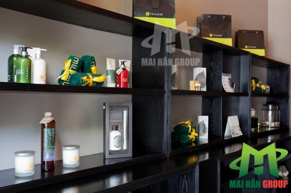 Tủ trưng bày mỹ phẩm sử dụng tại Miu Miu Spa