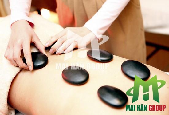 Massage đá nóng - Liệu pháp chăm sóc cơ thể đơn giản có thể thực hiện tại nhà