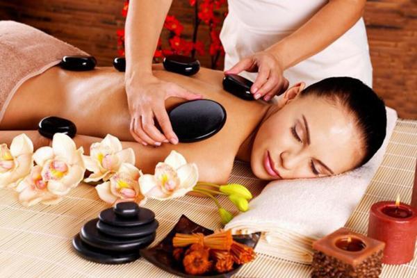 Massage bằng đá nóng- sự tuyệt vời cho việc thư giãn ngay tại nhà