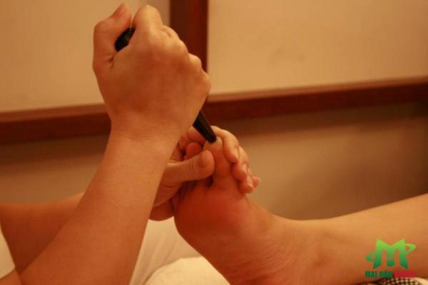 Bấm huyệt và vai trò của bấm huyệt trong việc chăm sóc sức khỏe