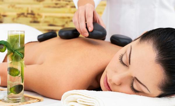 2 mặt lợi hại của việc massage đá nóng mà bạn cần biết