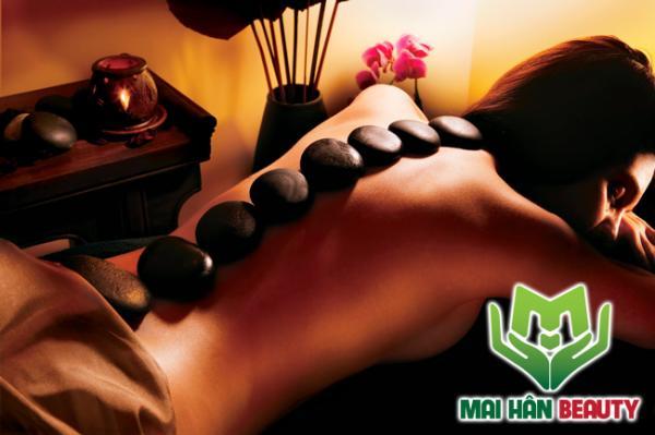 Massage với đá nóng và những lợi ích bạn đạt được
