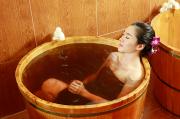 Gột rửa căng thẳng, cải thiện sức khỏe với bồn tắm gỗ