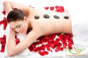 Massage bằng đá nóng giảm stress