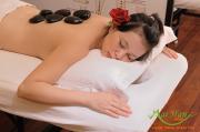 Chữa bệnh bằng đá nóng massage